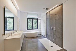 Große Fliesen Und Bodenebene Duschen Liegen Im Trend ©pbombaert_fotolia.com