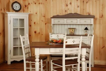 Kiefernmöbel sind beständiger als Spanplatten- und MDF-Möbel und vergleichsweise günstig © Flariv_Fotolia.com