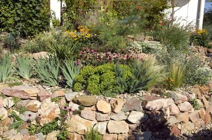 Naturgarten wohlf hloase in bl hender blumenpracht for Naturgarten gestalten