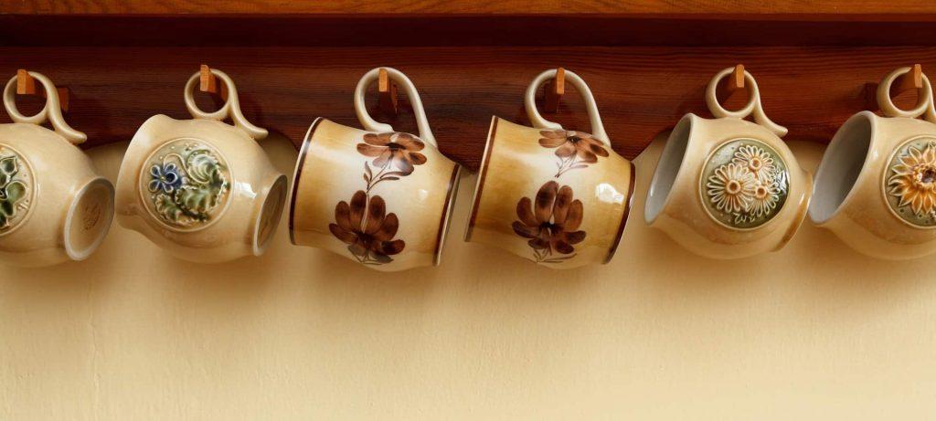 Alte Tassen aus Keramik